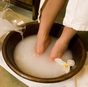 How To Do Pedicure At Home Naturally